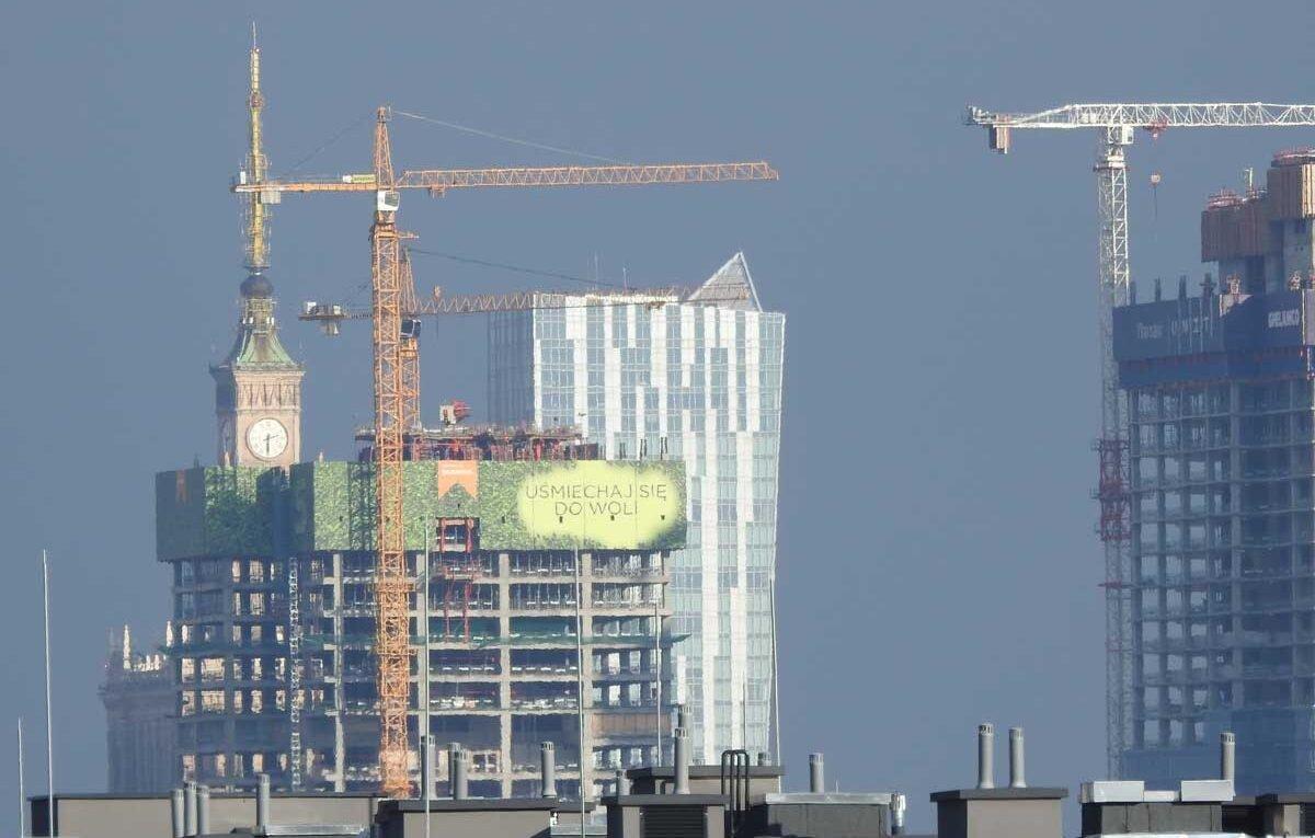 panorama Warszawy dźwigi budowlane i PKIN